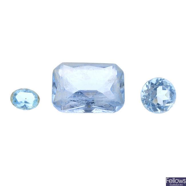 A quantity of gemstones.