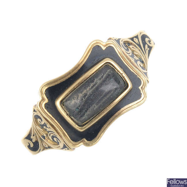 An early 19th century 18ct gold memorial ring.