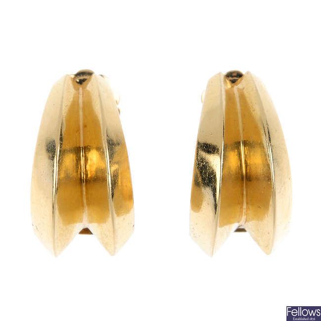 A pair of earrings.