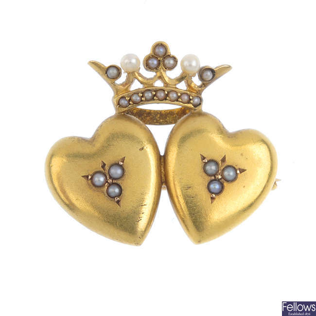 A late Victorian 14ct gold split and seed pearl twin heart and crown motif brooch.