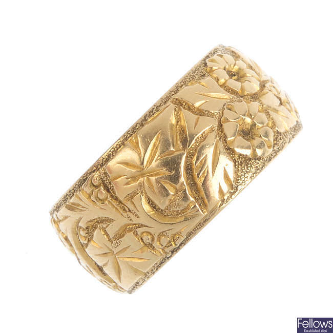 An early 20th century 18ct gold foliate band ring.