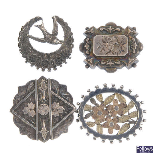 A selection of mainly late 19th to early 20th century silver brooches.