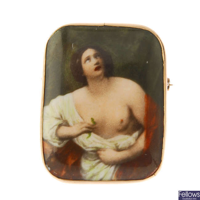 A late Victorian gold-mounted ceramic brooch.