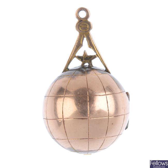 A 1920s 9ct gold Masonic pendant.