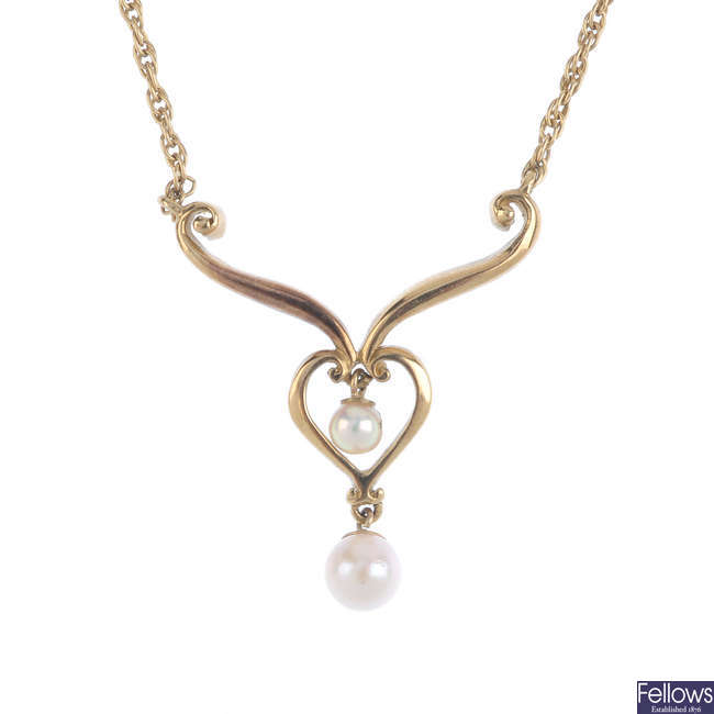A set of 9ct gold cultured pearl jewellery.