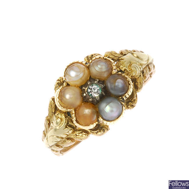 A late Georgian gold split pearl ring.