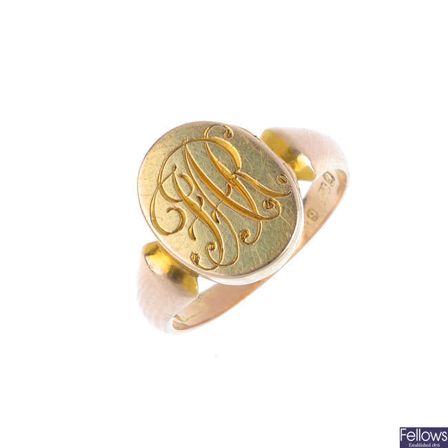 An early 20th century 9ct gold locket ring.