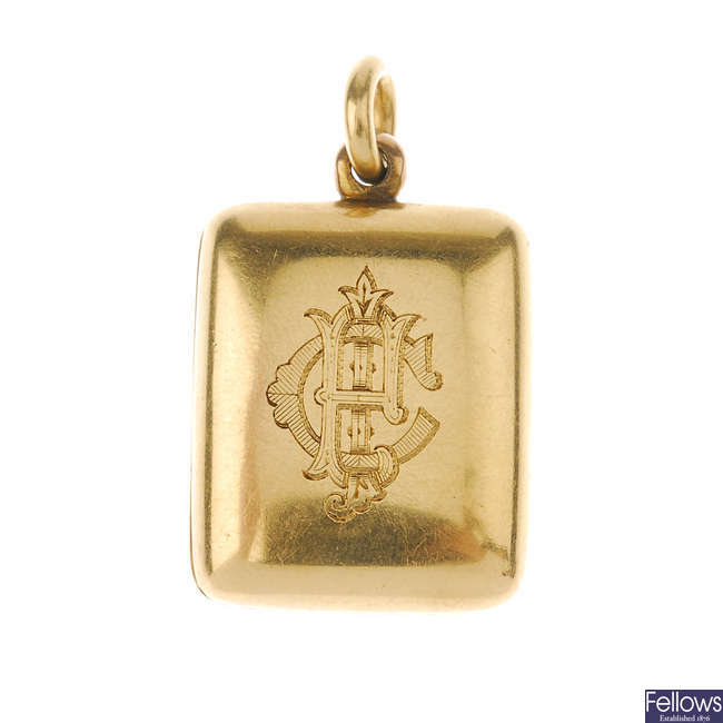 A late Victorian 18ct gold hinged locket.