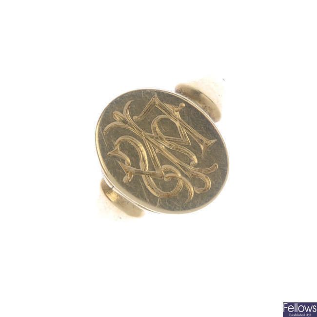 An early 20th century 18ct gold locket ring.