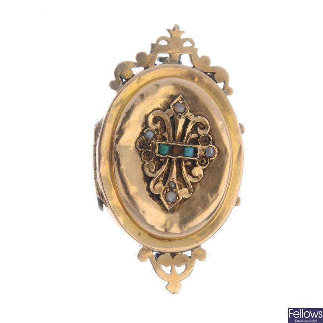 A late 19th century gold locket/brooch.