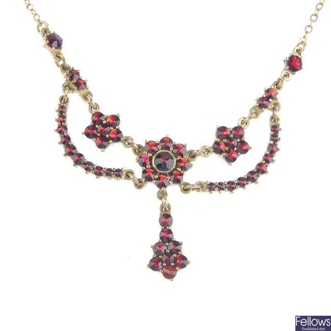 A 9ct gold garnet necklace.