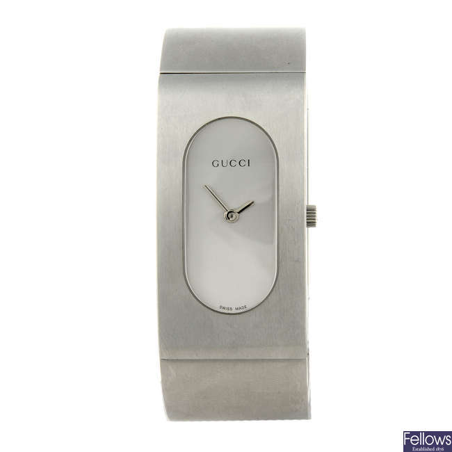 GUCCI - a lady's stainless steel 2400L bracelet watch.