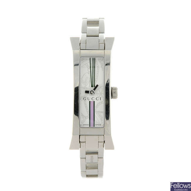 GUCCI - a lady's stainless steel 110 bracelet watch.