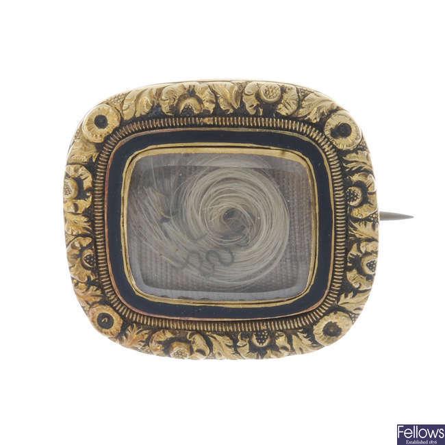 A George IV memorial brooch.