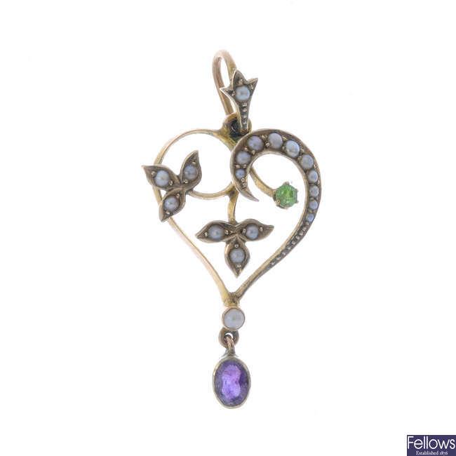 An Edwardian 9ct gold gem-set pendant.