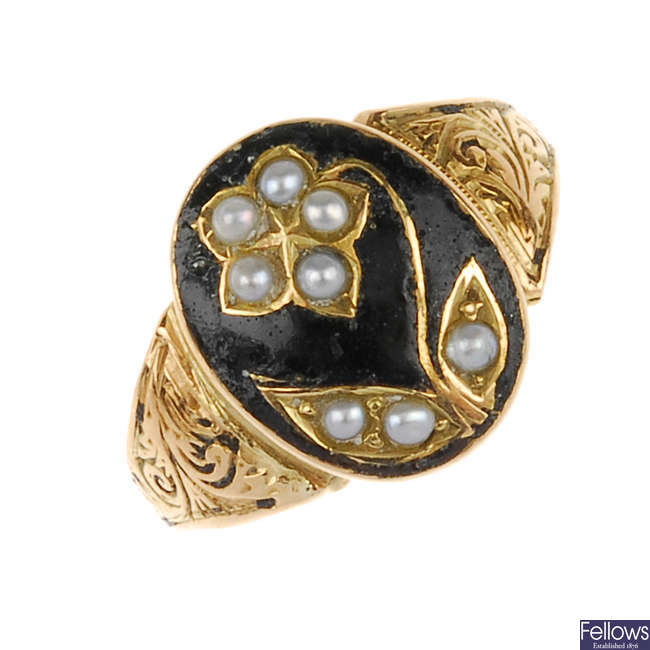 A mid Victorian 15ct gold enamel and split pearl ring.