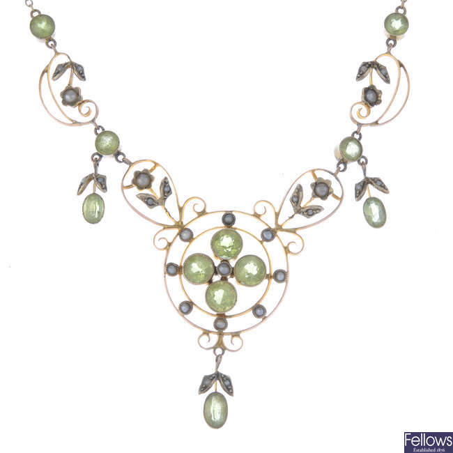 An Edwardian 9ct gold peridot and split pearl necklace.