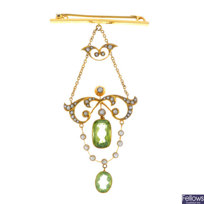 An Edwardian 15ct gold peridot and split pearl pendant brooch.