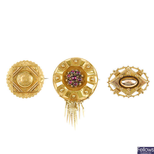 Three late Victorian memorial brooches.