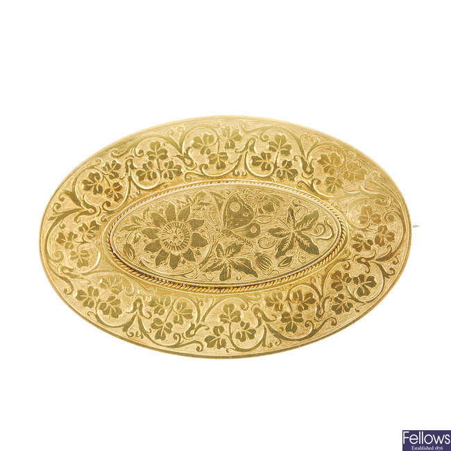 A late Victorian 15ct gold brooch.