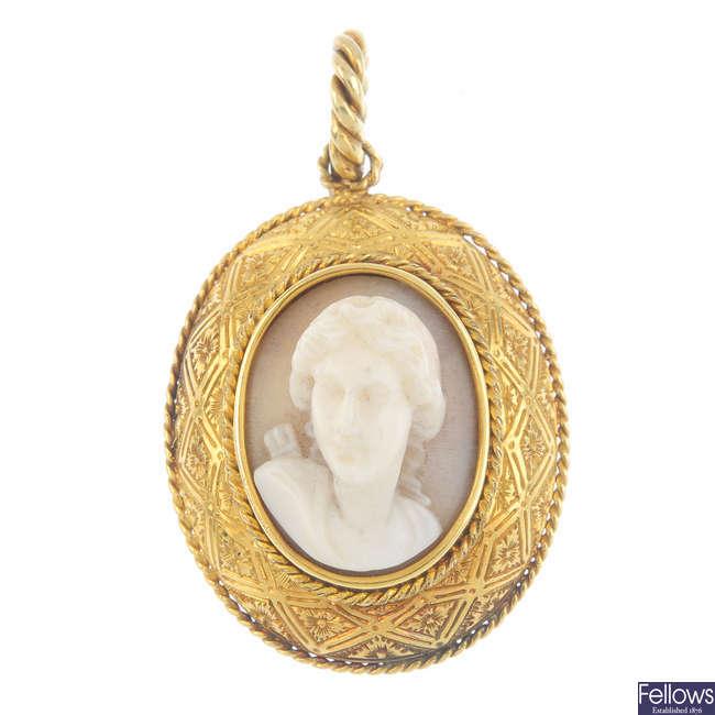A late 19th century shell cameo memorial pendant.