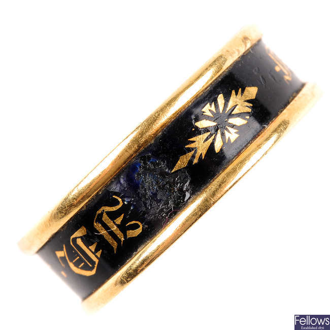 An early Victorian 18ct gold ring.