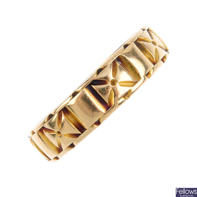 A late Victorian 18ct gold band ring.