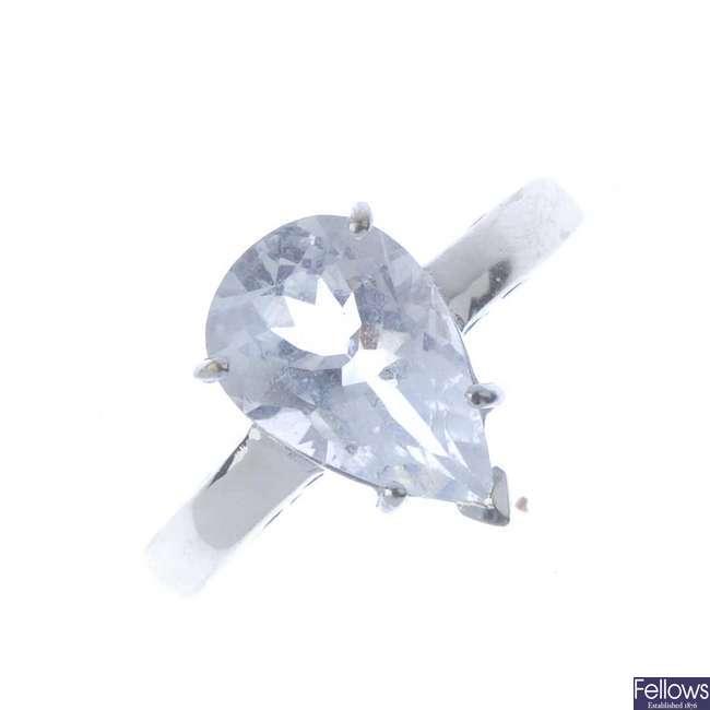 An 18ct gold aquamarine single-stone ring.