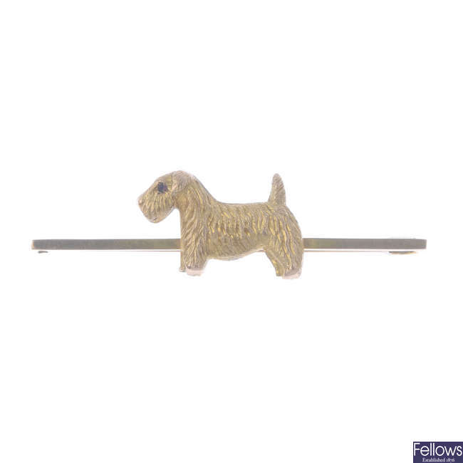 An early 20th century 9ct gold dog brooch.