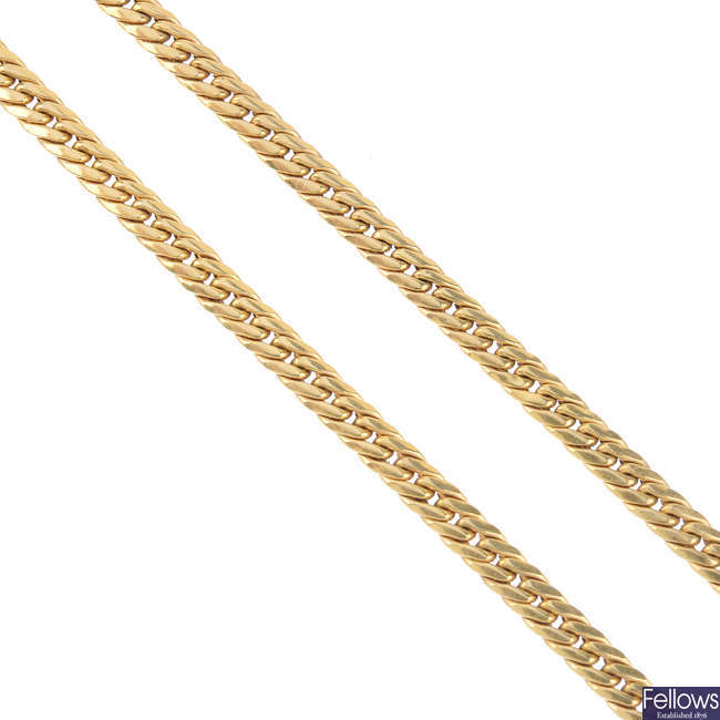 A 9ct gold necklace.