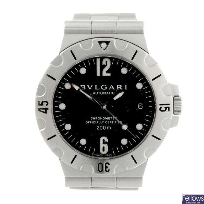 BULGARI - a gentleman's stainless steel Diagono Scuba bracelet watch.