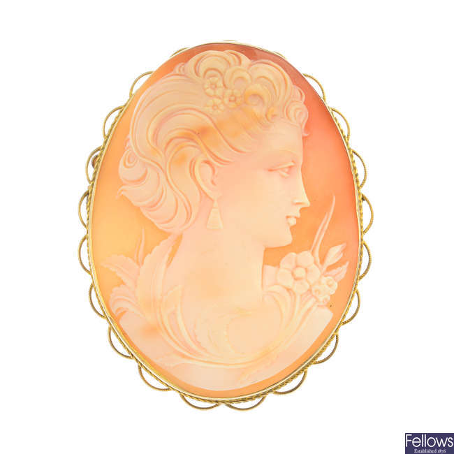 An early 20th century 9ct gold shell cameo brooch.