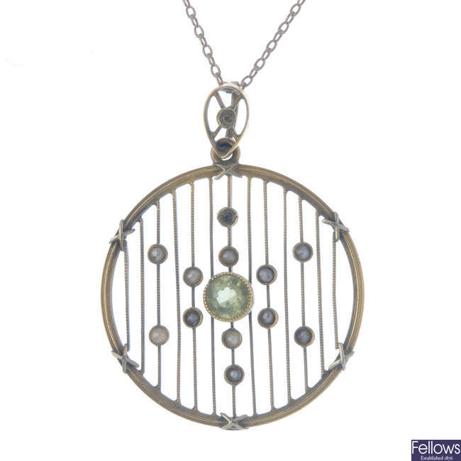 An Edwardian 15ct gold peridot and split pearl pendant, with 9ct gold chain.