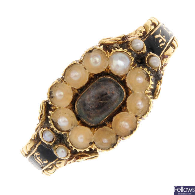 An early 19th century 18ct gold split pearl and enamel memorial ring.