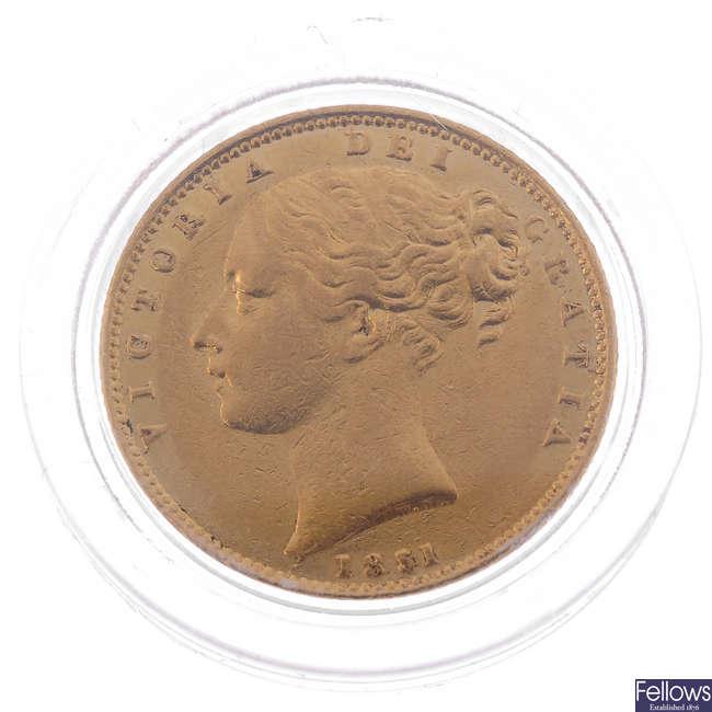 Victoria, Sovereign 1851, rev. shield (S 3852C).
